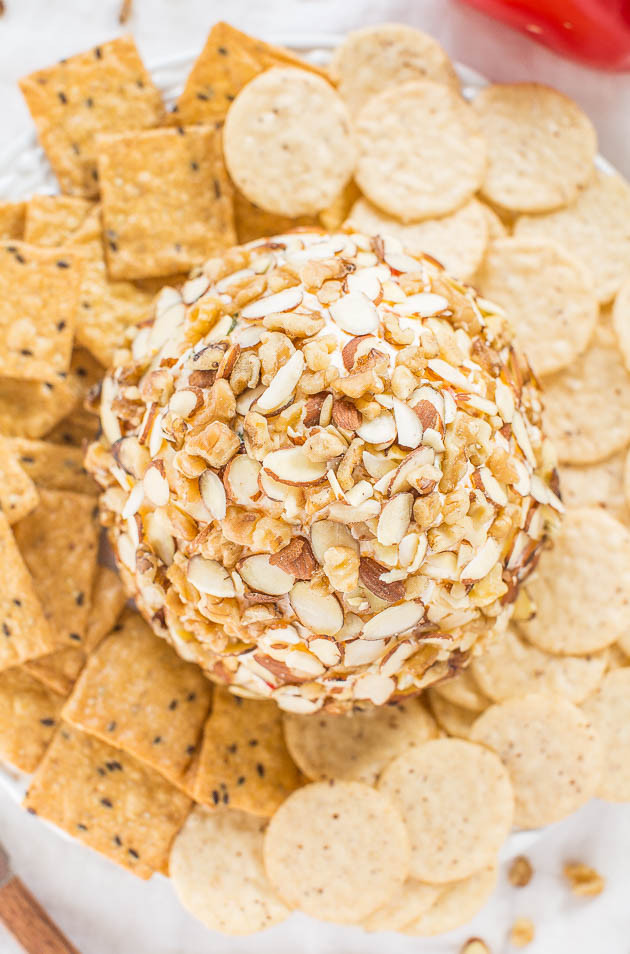 Easy Jalapeño und Red Pepper Cheese Ball